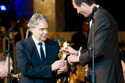 Thumb_image_image_mailath_hands_over_award_to_howard_shore